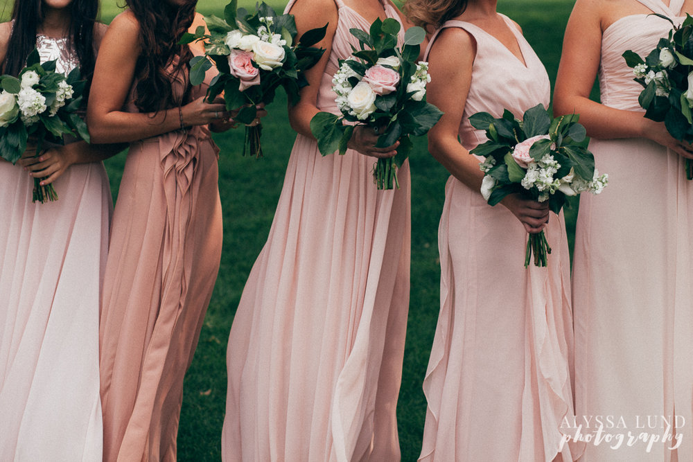 An ombre of pink birdesmaids dresses perfect for outdoor weddings in Minneapolis