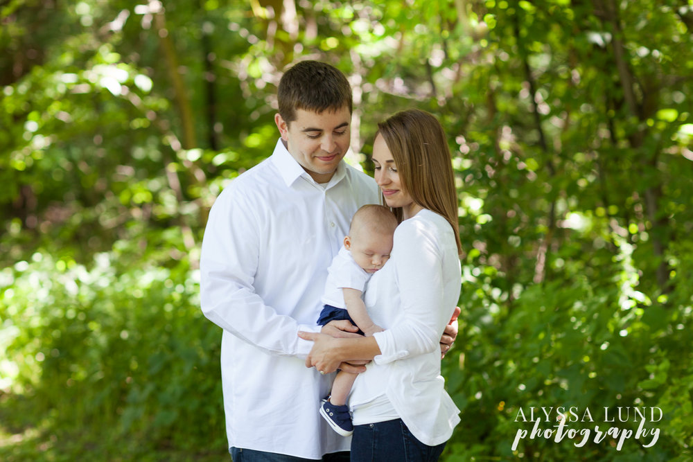 Minnesota outdoor newborn session in a park