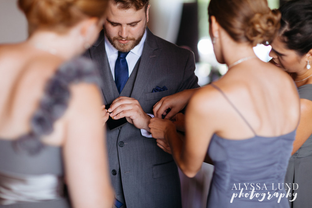 Groom getting ready at Edgewood Farm