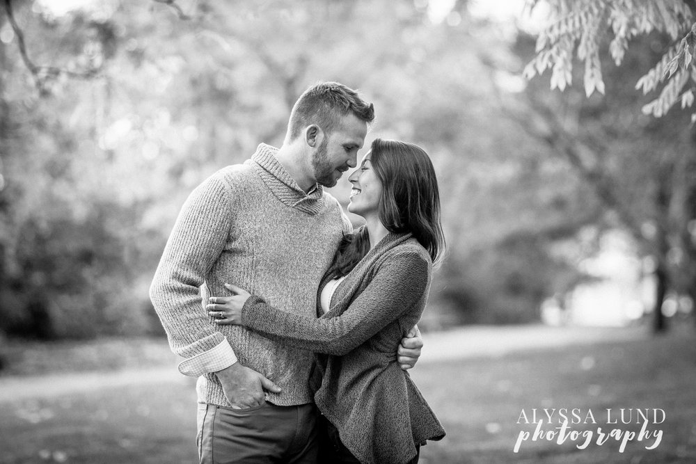 fall-engagement-session-at-the-minneapolis-stone-arch-bridge-7