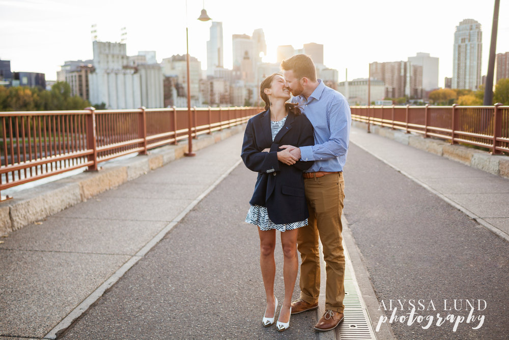fall-engagement-session-at-the-minneapolis-stone-arch-bridge