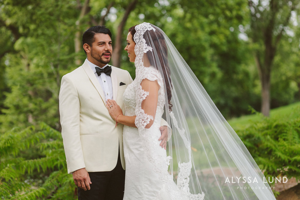 Outdoor Minnesota Wedding at the Wayzata Country Club First Look