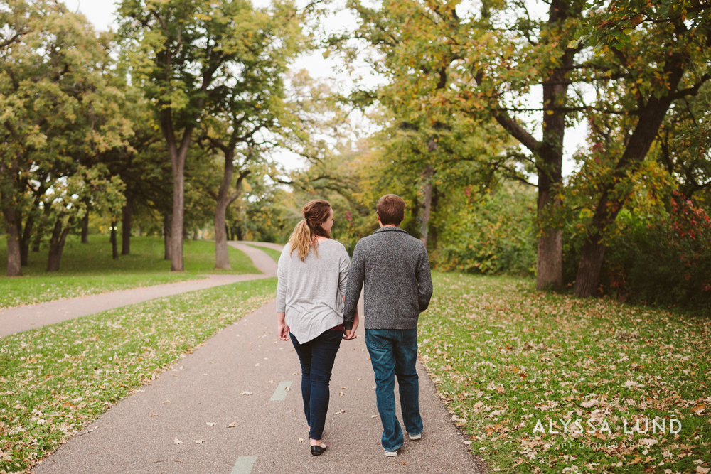 couple portraits at Minnehaha Park-03