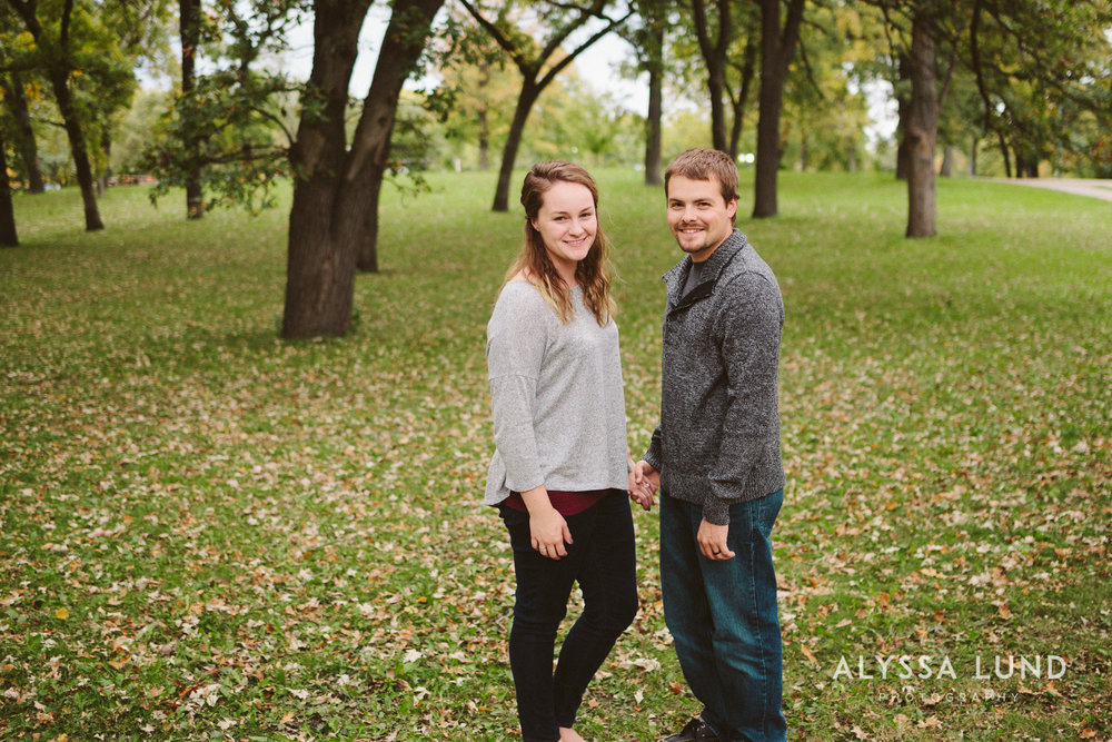 couple portraits at Minnehaha Park-06