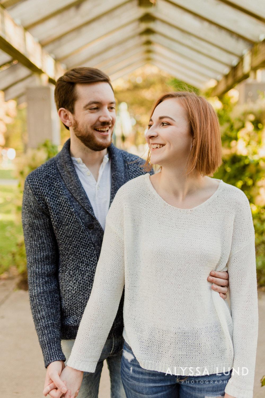 Fall couple photo ideas in Minneapolis-7.jpg
