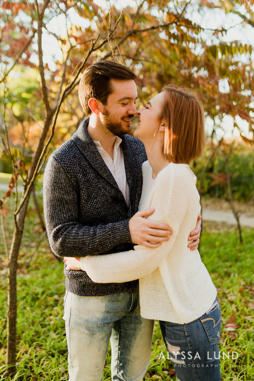 Fall couple photo ideas in Minneapolis-9.jpg