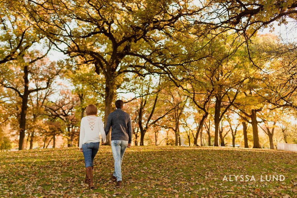 Fall couple photo ideas in Minneapolis-10.jpg