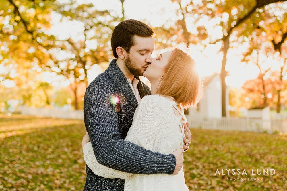 Fall couple photo ideas in Minneapolis-13.jpg