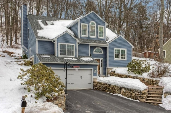 Warm Contemporary with 3 br and 3 bath, open concept with vaulted ceilings.