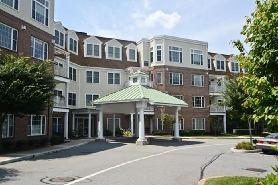 295 Salem St #66 Woburn - This unit is filled with natural light, a beautiful stone fireplace, gorgeous granite kitchen extending into dining and living room, and master bedroom has a large walk in closet and master bath. $469,000