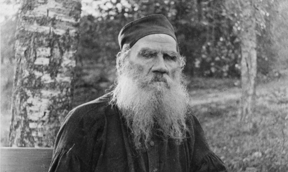 Leo_Tolstoy_1897_black_and_white_37767u.jpg