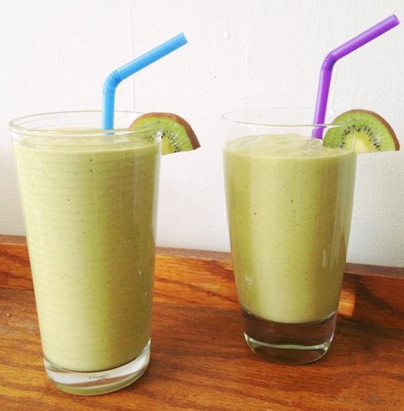 Mango, Kiwi, & Avocado Smoothie Green Smoothie —Vegan — Best Vibes Ever