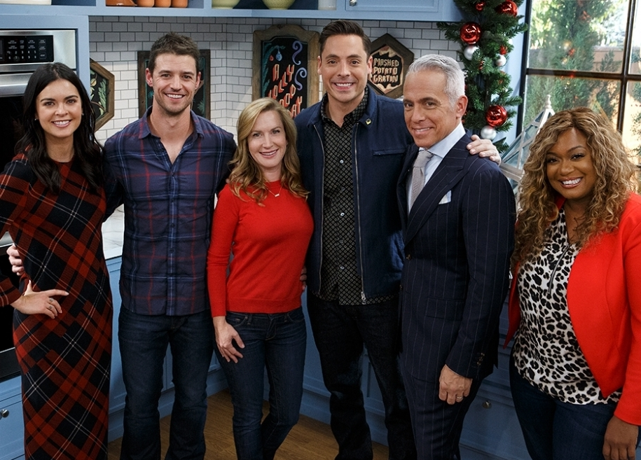 Josh Snyder and Angela Kinsey pose with hosts Katie Lee, Geoffrey Zakarian, Jeff Mauro and Sunny Anderson