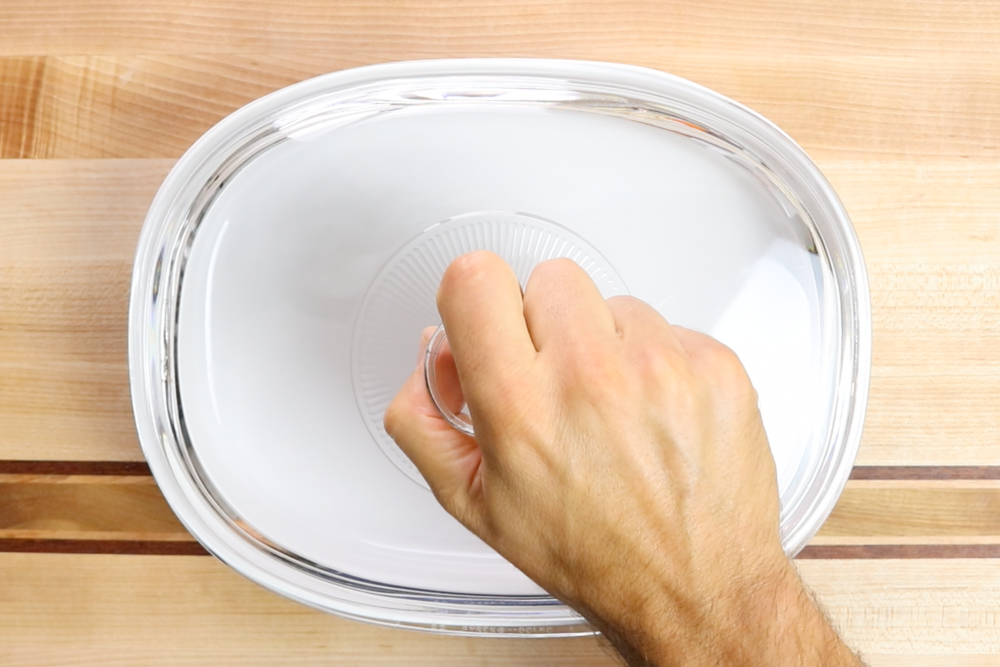 1. Preheat the oven to 350 degrees.Grease a 1.8 liter casserole dish or an 8x8 baking dish. -