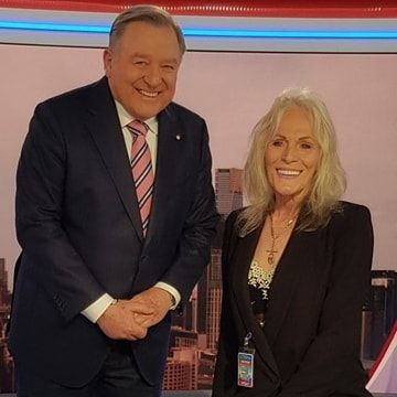 My visit to Channel 9 with my team from Specialised Trauma Cleaning Services I met Peter Hitchener again!  #channel9news #stcservices #melbourne #sandrapankhurst