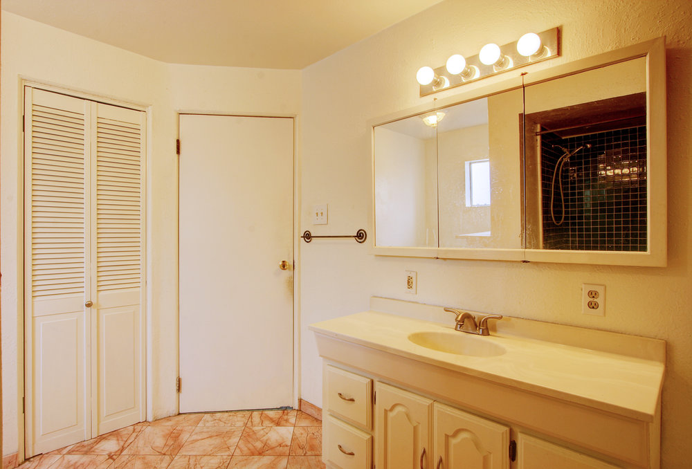 O Bathroom.jpg