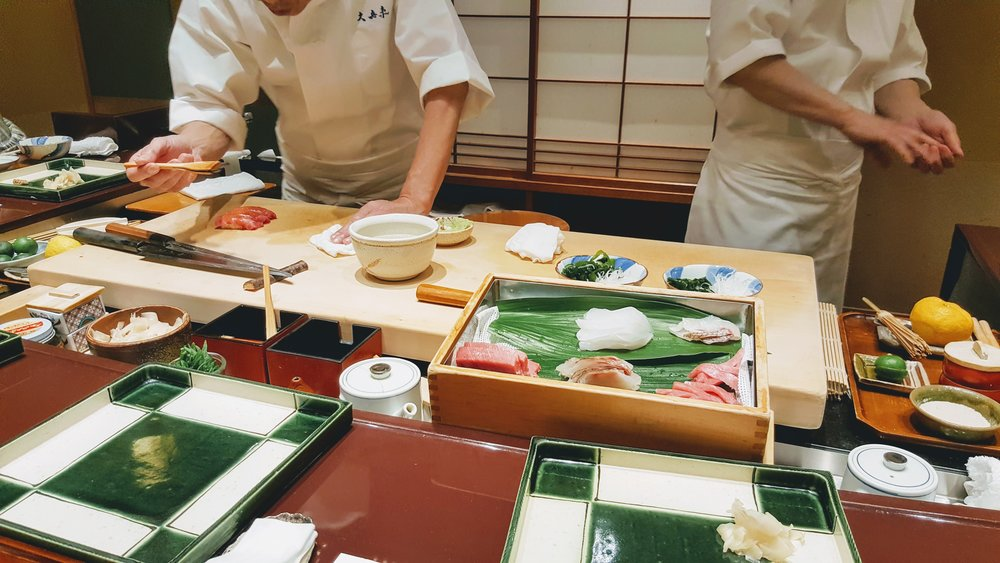 If you opt for the sushi omakase course, you will have a checked green plate place right in front you. Love the green instead of the standard black as it gives off a more relaxed style.