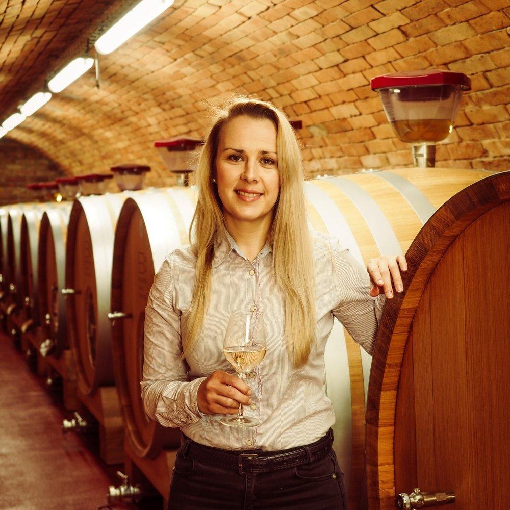 ZuzanaVáclavovičová - asistentka+420 606 686 404vaclavovicova@vinarstvivelkebilovice.cz