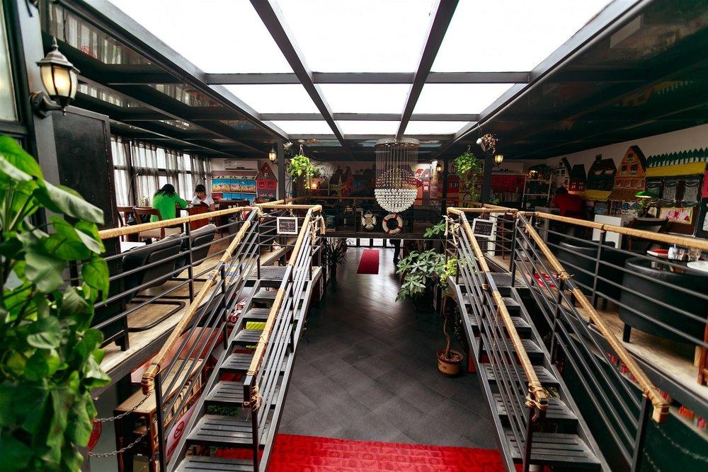Beijing 161 Wangfujing Hotel - 161 Lishi Hutong, Dongsi South Road, Dongcheng District,100010Tel: +86 (0)10-85118100Fax: +86 (0)10-65210901Email: beijing161hotel@163.com