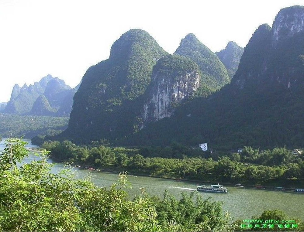 li-river-cruise-by-big-boat.jpg.1920x0.jpg