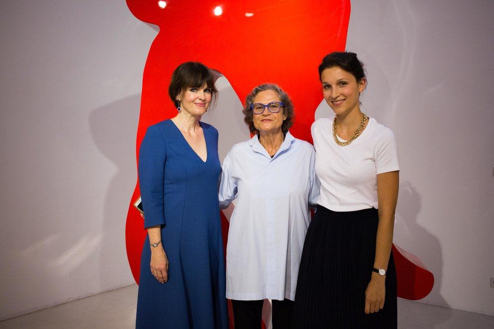 Dr. Sonja Lechner, Rotraut und Felicitas Vogdt (v.l.n.r) während der Vernissage der Ausstellung: Rotraut - Les Sculptures Monumentales, 2016