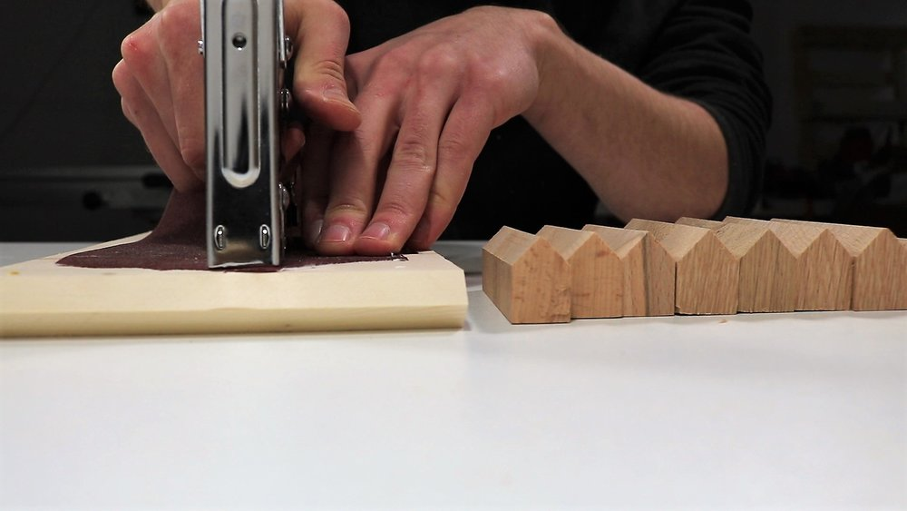 Make yourself a comfortable sanding table by using the stapler.