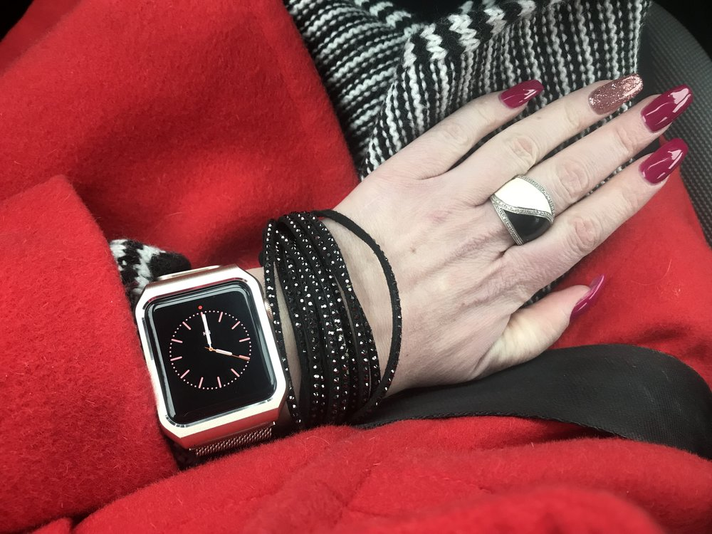 New nails with my favorite Apple watch complete today's look :)