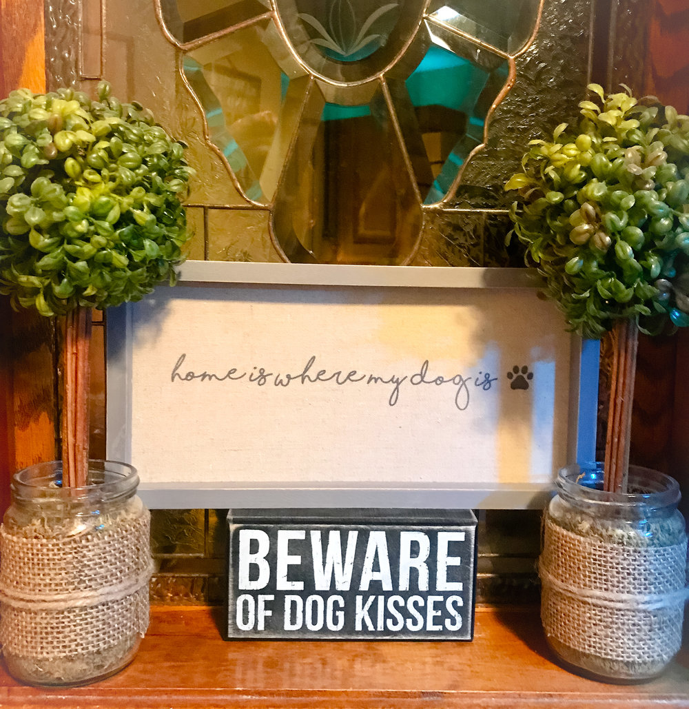 I  absolutely love this vignette in my parents' mudroom!  Great decor idea in a mudroom or a dog's rest area!