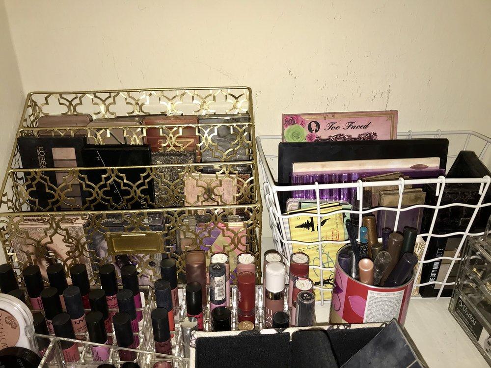 Eyeshadow palette organization