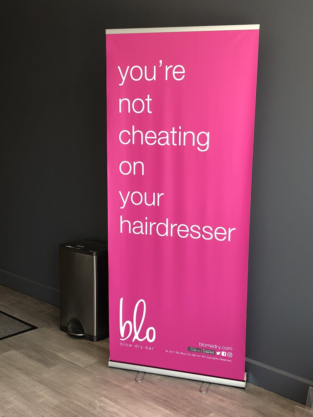 I love this sign!  I'm so faithful to Holly at Avalon Salon who I absolutely trust to do my cut, color, and bang maintenance; however, it is great to have blow dry bar options available in my area!