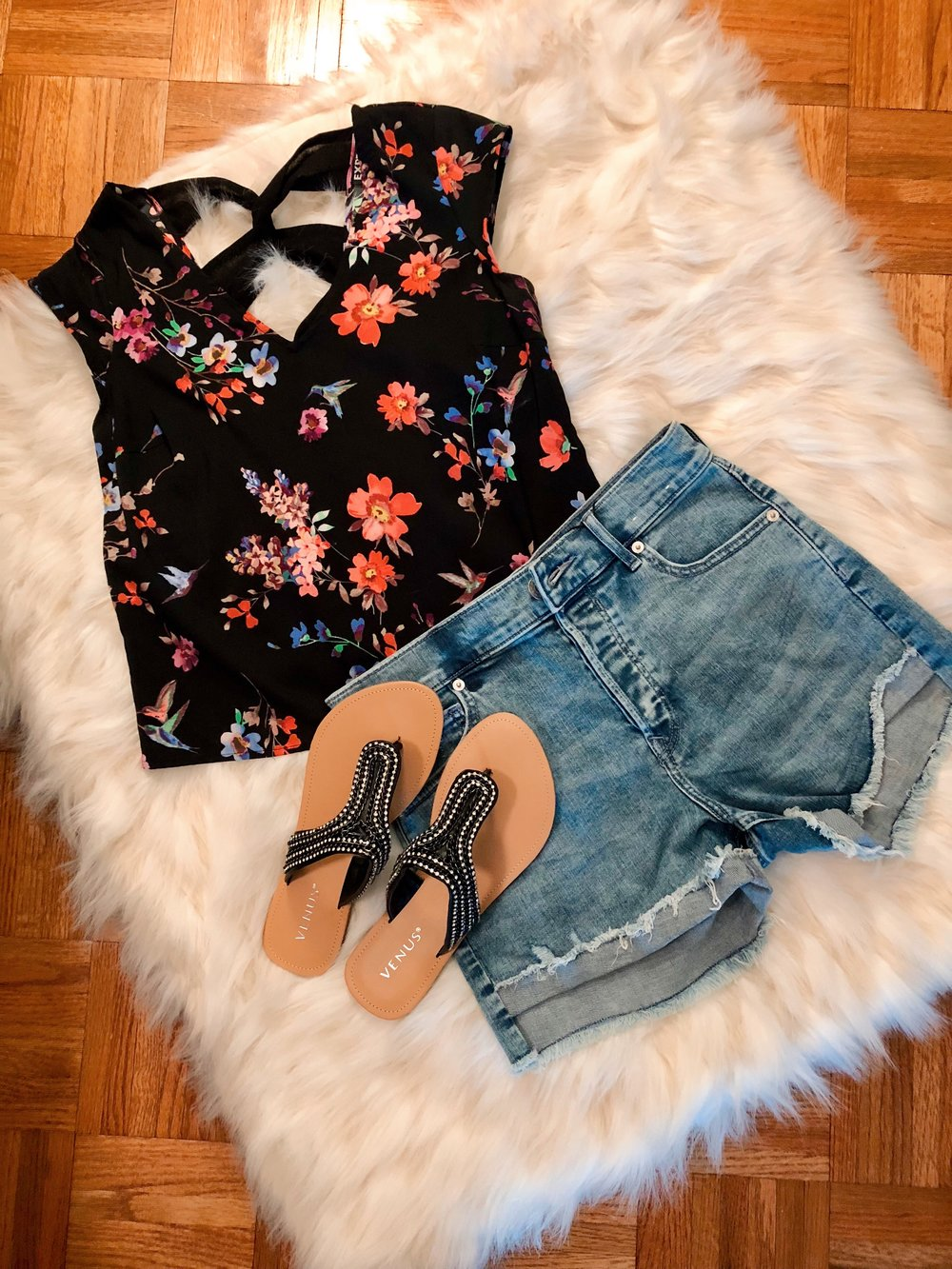 Here I re-styled this cute floral crop top with a pair of high-waist shorts and cute sandals (new from Venus. Believe it or not, I've never worn this top with denim or like this! I can't wait to try this outfit out.  You can buy my shorts and sandals below.