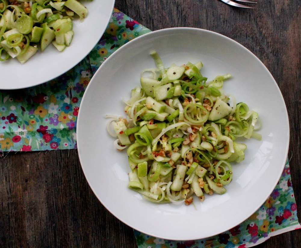 leek-apple-and-walnut-salad