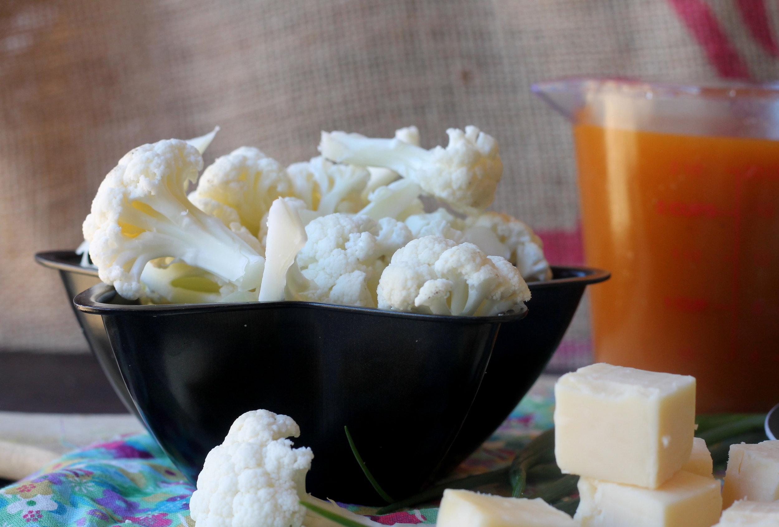 cauliflowerleekcheddarsoup1