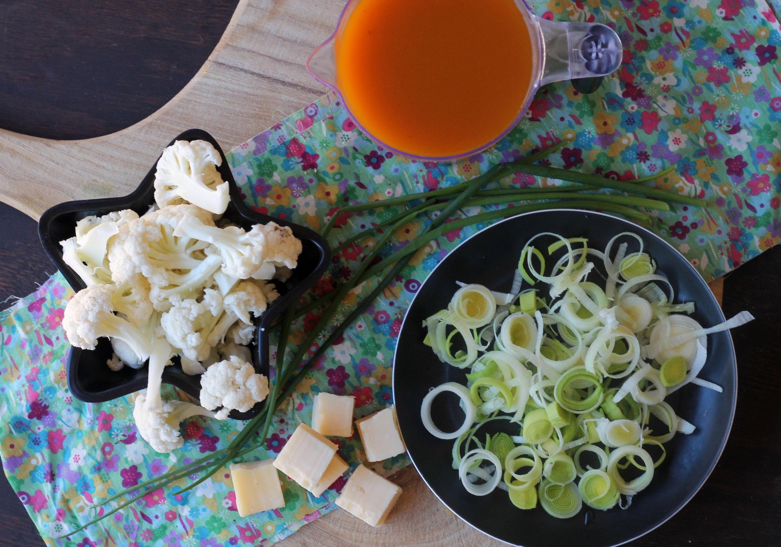 cauliflowerleekcheddarsoup2