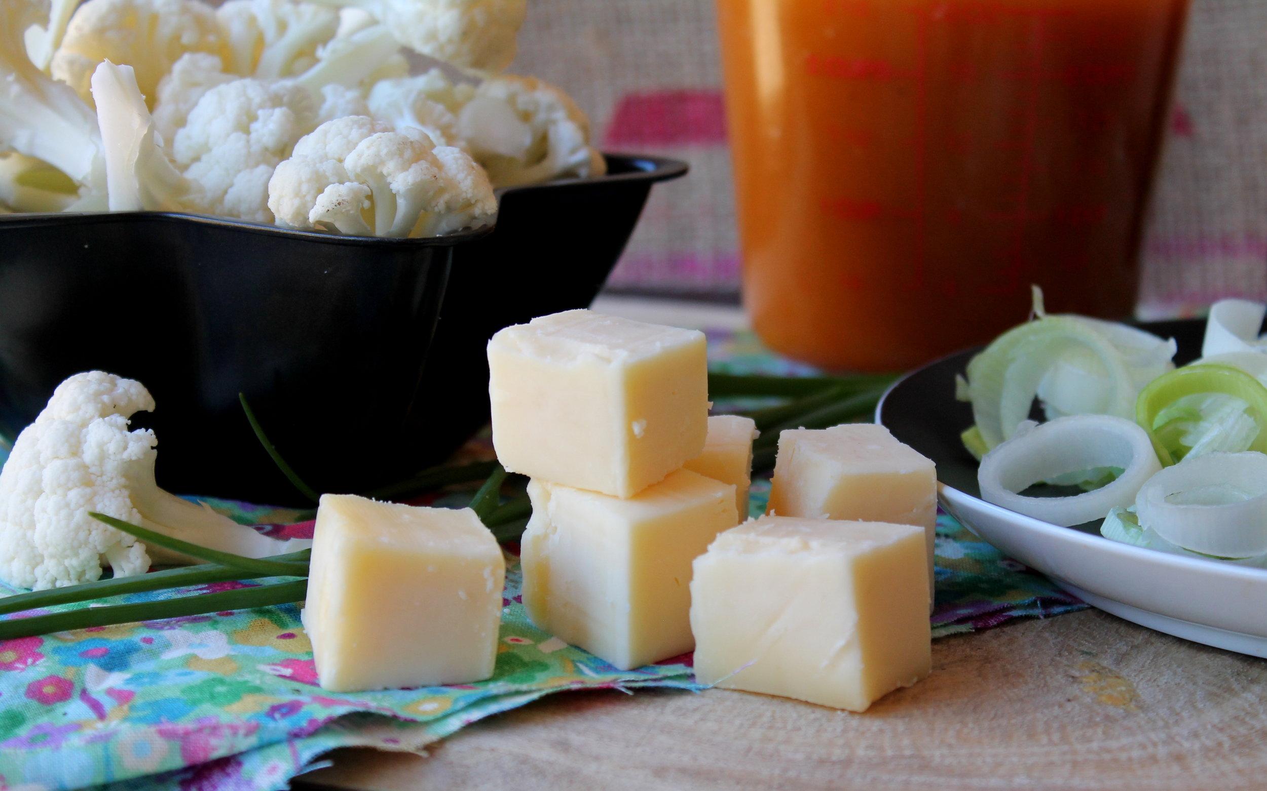 cauliflowerleekcheddarsoup3