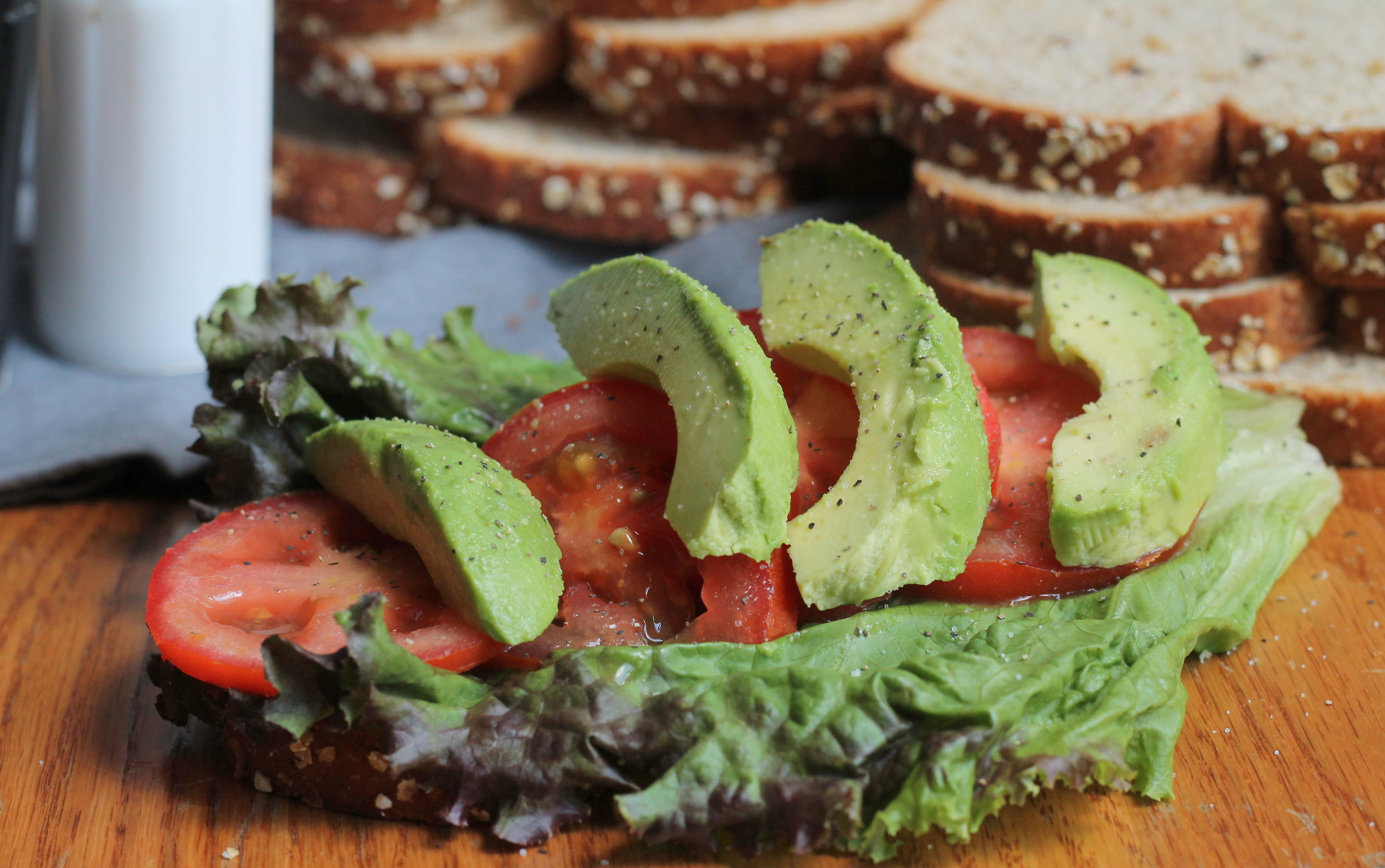 avocadolettucetomatosandwichh