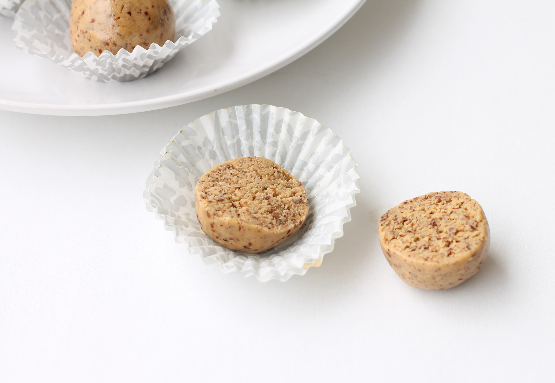 """Vegan, Gluten-Free """"3 Ingredient Protein Bites"""" are perfect for snacks/dessert! Made in just one bowl and requires 10 minutes of less of your time."""