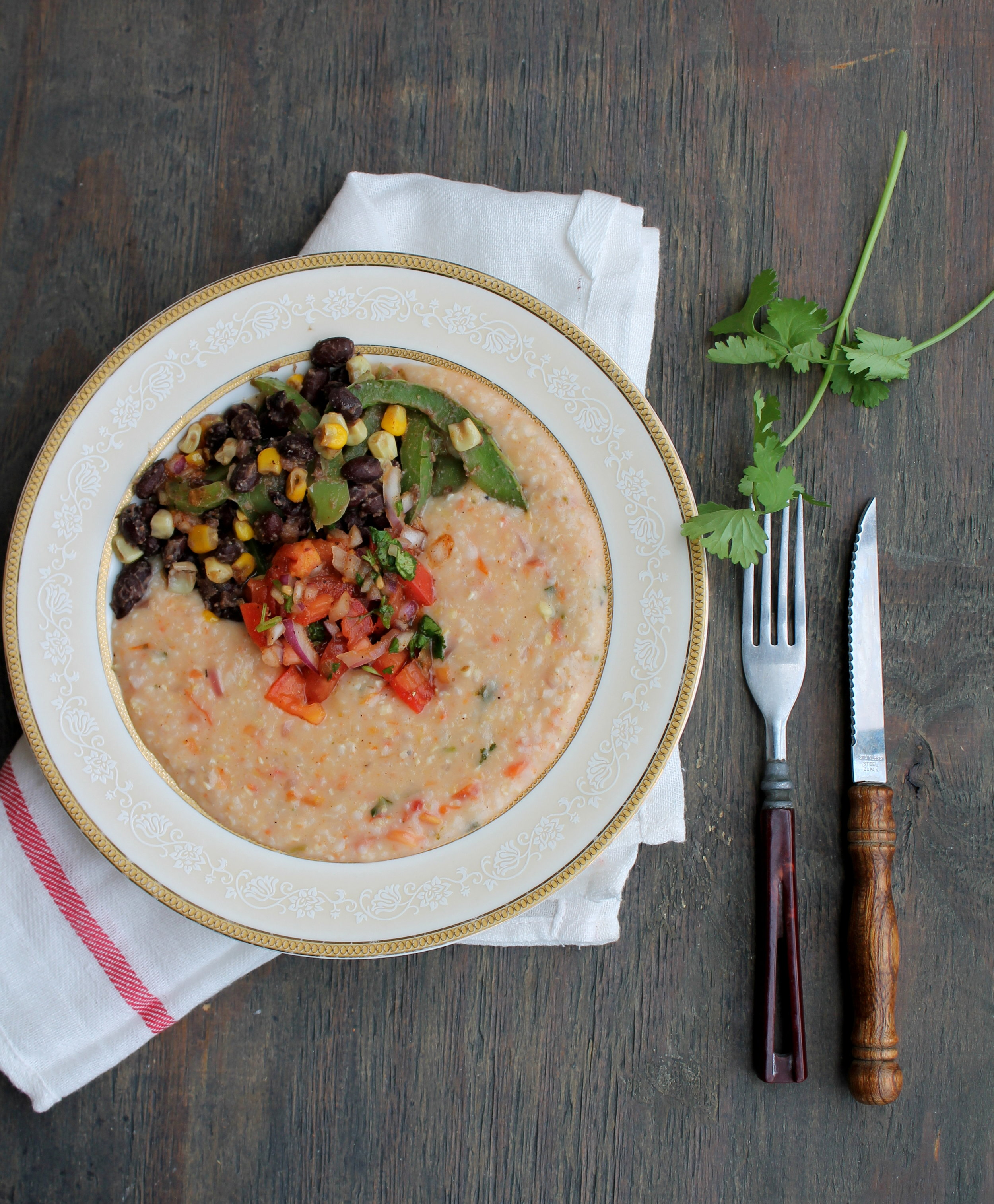Mexican-Style Grits is one-pot comforting meal packed with Mexican flavors. It is naturally gluten-free and vegan friendly.