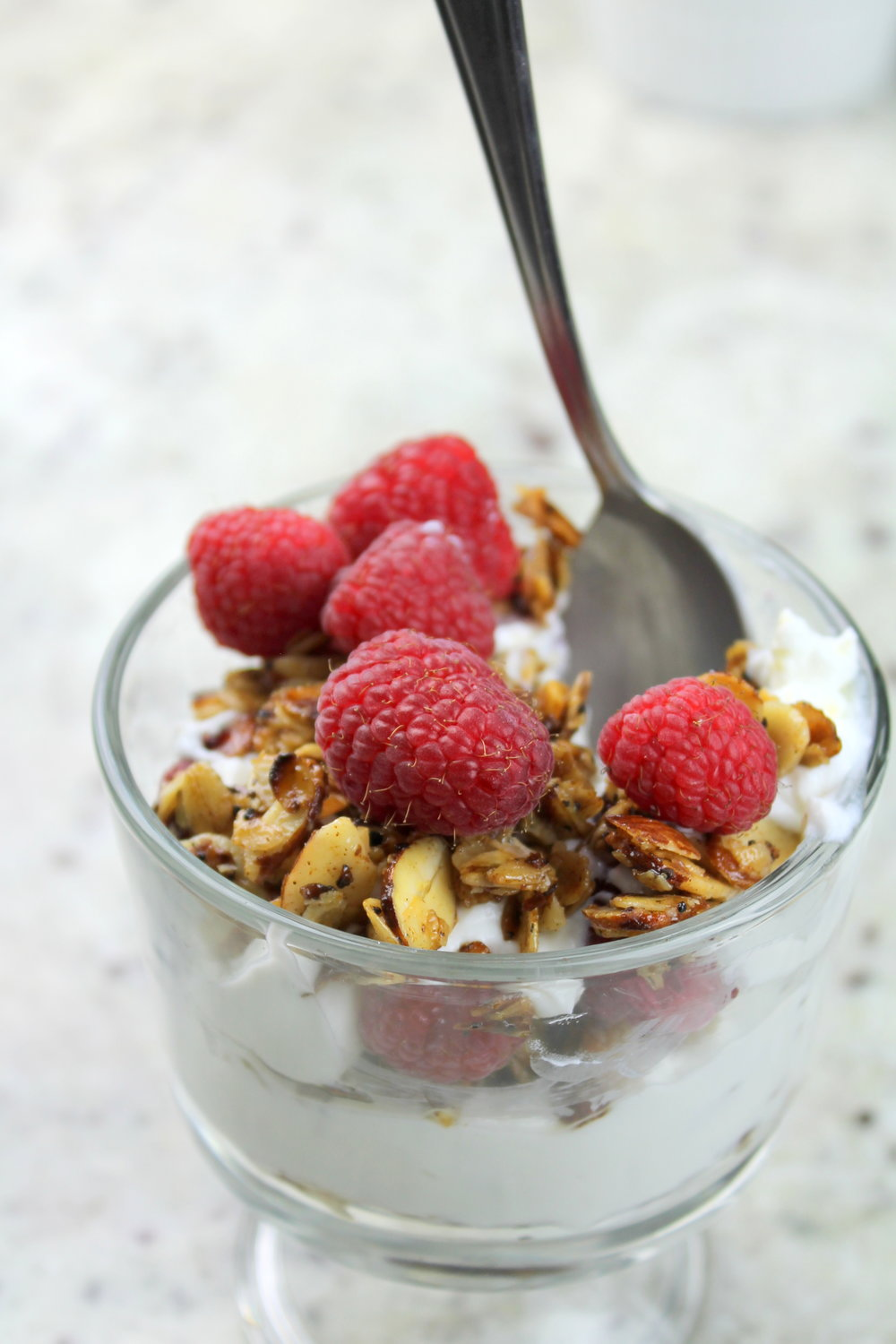 Step up your breakfast game with yogurt parfait : quick, nutritious, and easy to assemble!