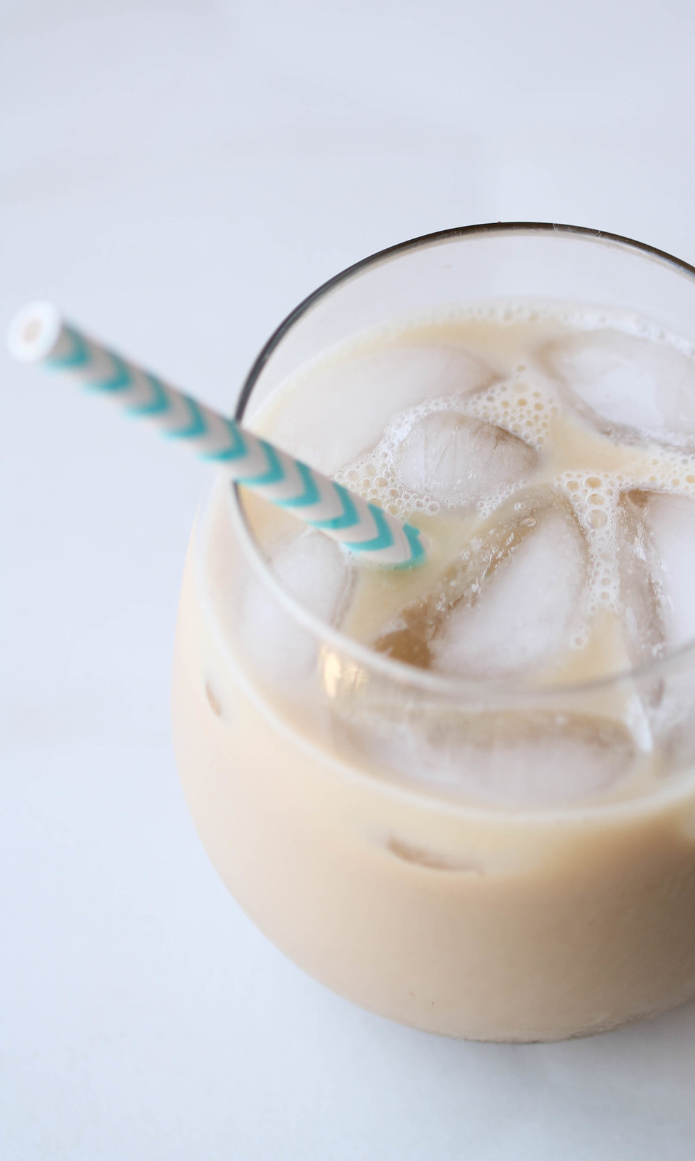 Make Instant Iced Latte in 2 minutes or less using instant coffee, sweetener and milk of your choice! It's super simple and doesn't require any fancy equipment.
