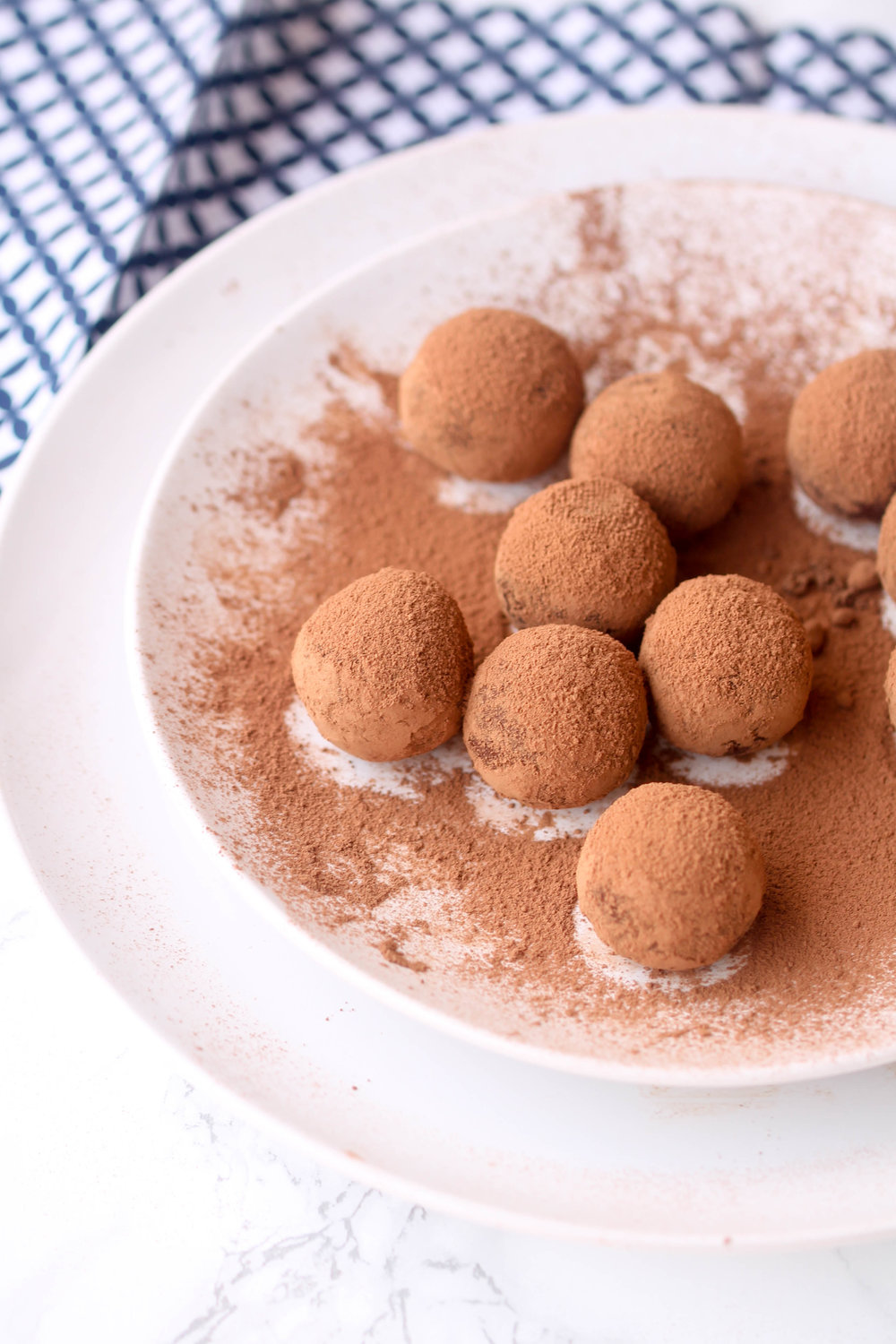Healthy Chocolate Truffles are perfect bite-size dessert and healthier as it is made with cauliflower mashed potatoes. It is naturally gluten-free and vegan-friendly.