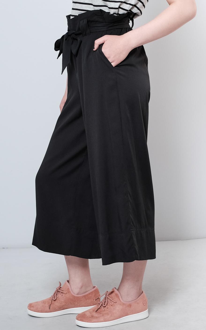 W1804-29-07-ON Devon Paperbag Waist-black (4 of 5).jpg