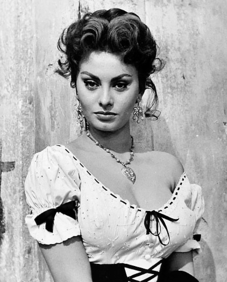 Sophia_Loren_-_1955.JPG