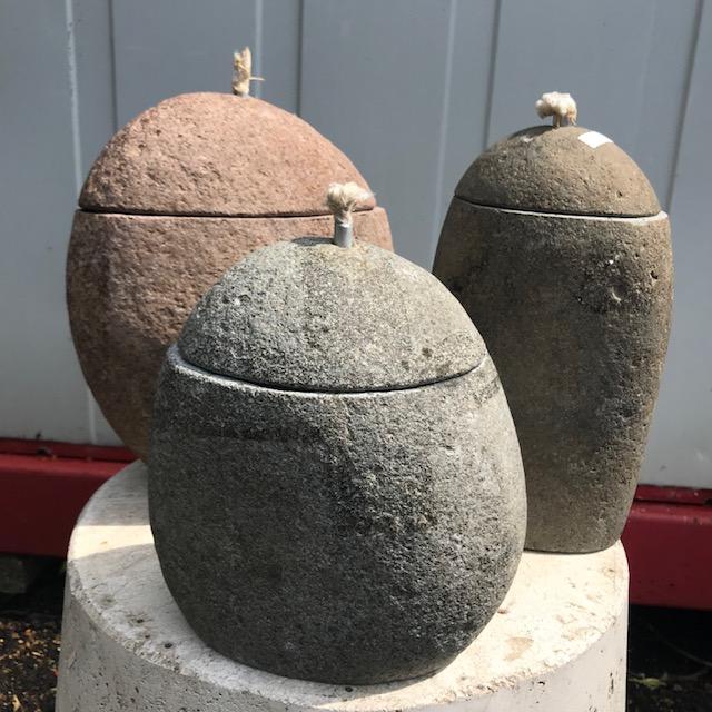 Kézileg készített olajmécsesek, folyami kőből