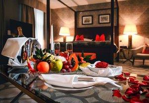 Romance - Livraison de fleurs, champagne, collation - Pique nique, spa en extérieur - Tour en calèche - Gardienne certifiée ...