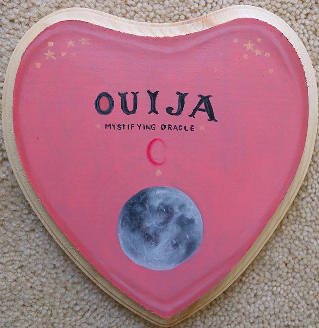 🌷Inspired by @furrera.j 🌷 Saw this heart shaped wood panel at Hobby Lobby, but it reminded me more of a planchette than a heart so I made it into a cute one! This is an available original, if interested in adopting it please DM me 💕🌷 #art#artist#artistsoninstagram #ouija#ouijaboard #planchette#moon#fullmoon#oilpaint#oilpainting#painting#paint#drawing#fantasy#space#trippy#pink#cute#creepy#heart#artforsale#originalart#draw#drawing#sketching#luna