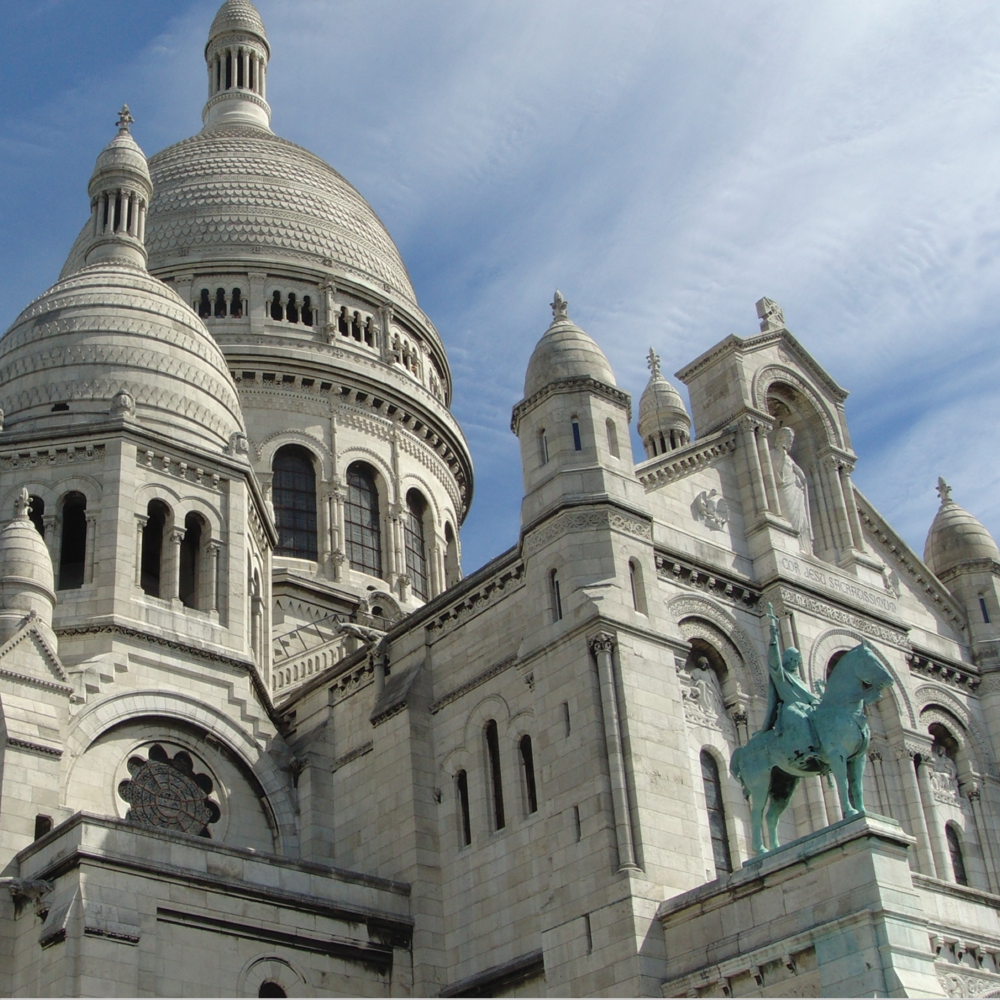 MONTMARTRE WALK - 1.5km / 35 minutes / Cost of entrance: Free / Best time to visit: After nightfall