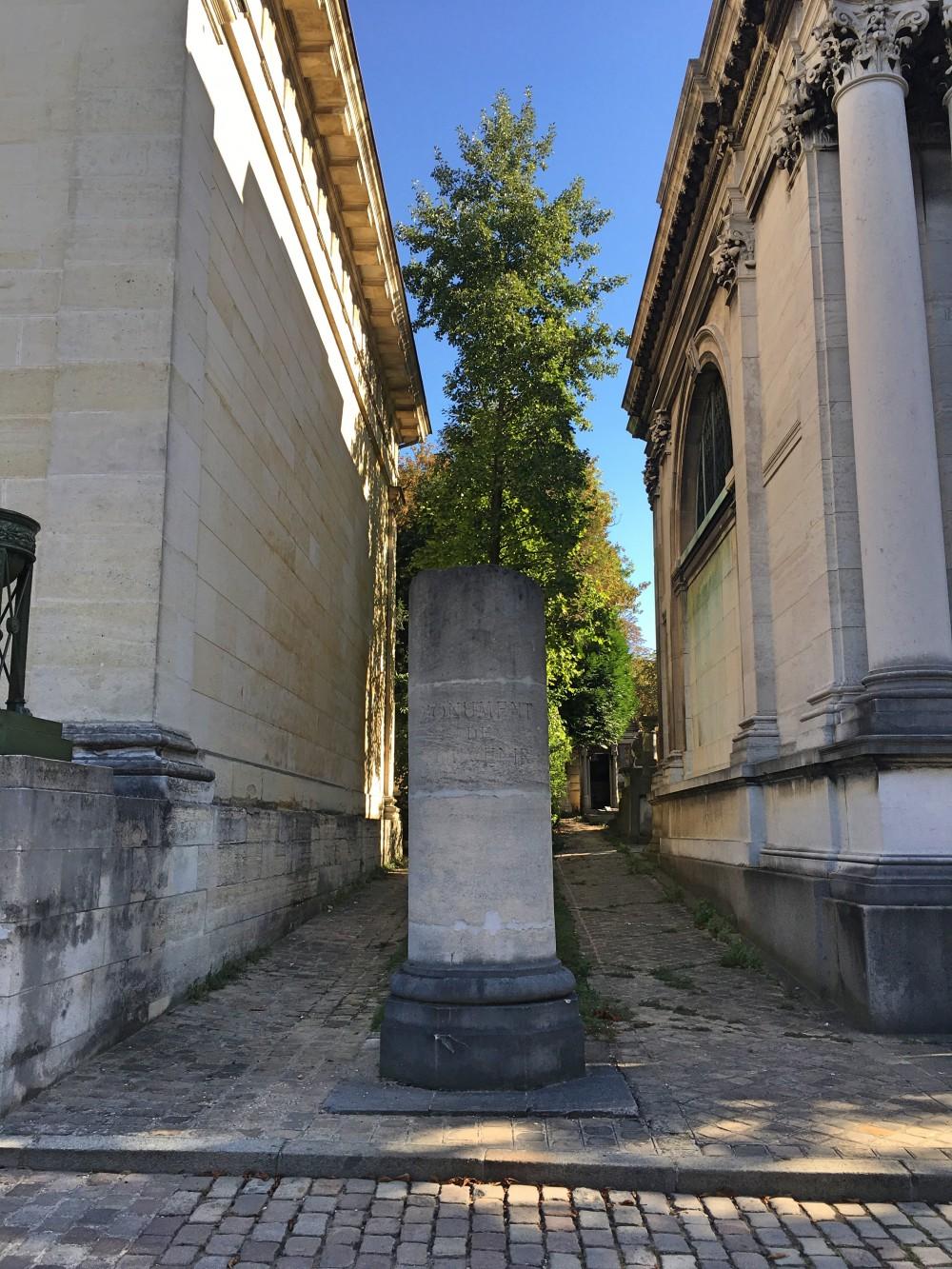 Visit Pere Lachaise symbols vidi guides
