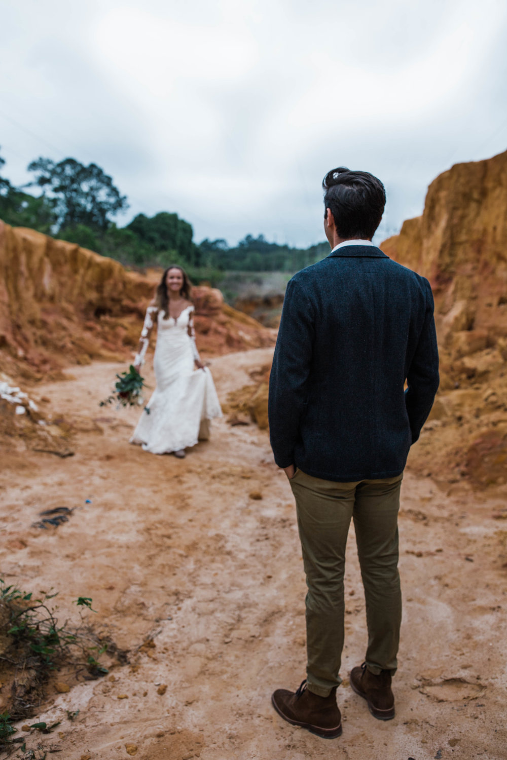 Adoraable first look. Slot canyon elopement