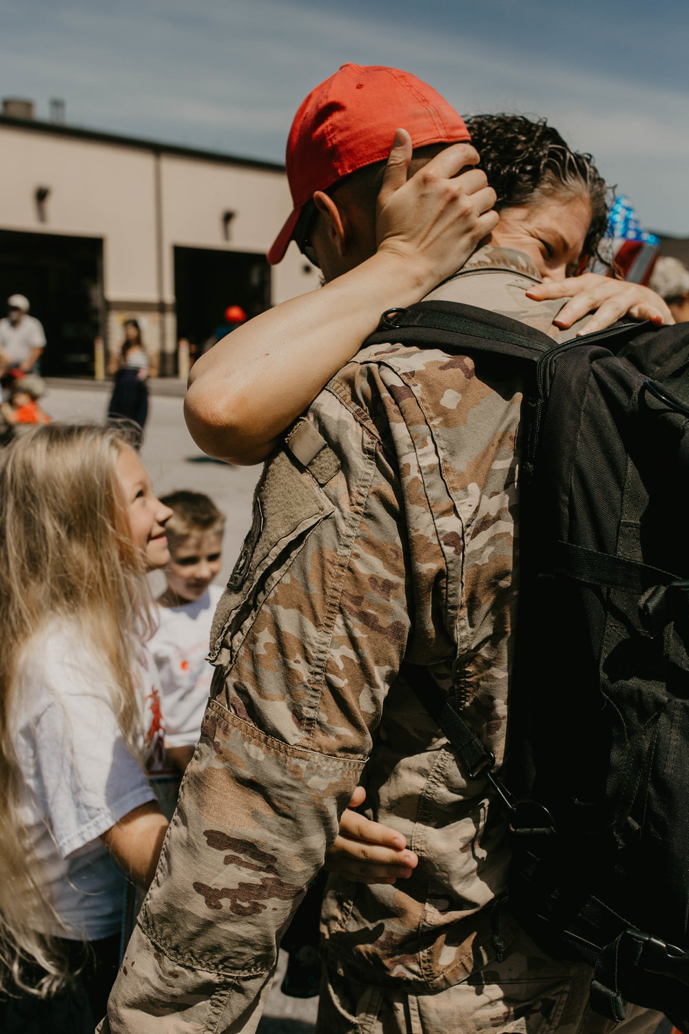 Family reunited after a 7 month deployment// Military homecoming photographer